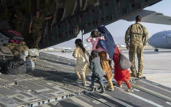 Afganistán, evacuación de civiles