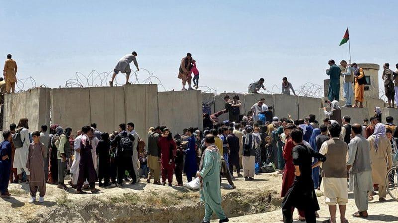 Afganistán población huye de talibanes