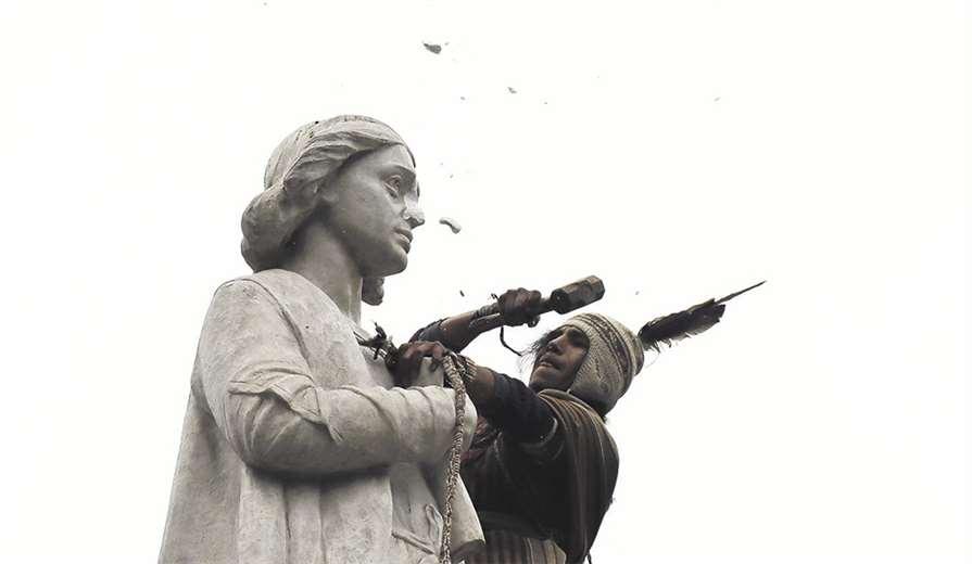 Estatua de Cristobal Colón dañada