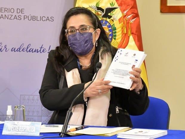 Ivette Espinoza, viceministra Pensiones y servicios financieros